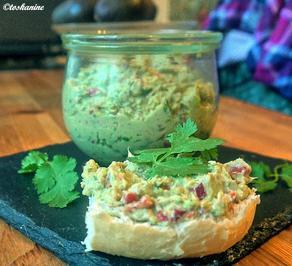 Rezept: Avocado-Thunfisch-Creme mit gerösteter Spitzpaprika und Koriander