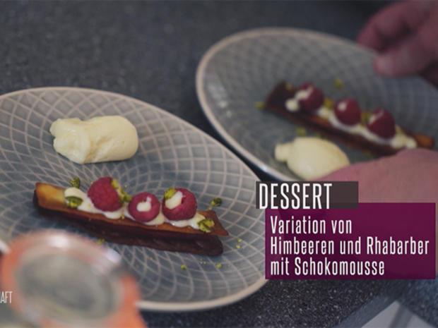 Hippen mit Himbeergelee, weißer Mousse, gefrorener Rhabarbercreme und Rhabarbergel - Rezept - Bild Nr. 2
