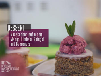 Nusskuchen auf Fruchtspiegel mit Beerenblitzeis - Rezept - Bild Nr. 2