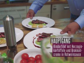 Rezept: Rinderfilet auf Broccolipüree mit Herzoginkartoffeln in Rotweinsoße