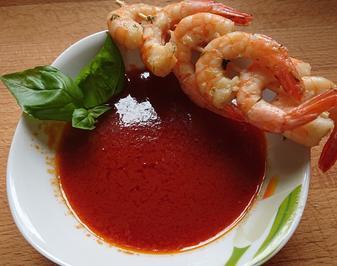Einfache Tomaten-Consommee mit Garnelenspießen - Rezept - Bild Nr. 2