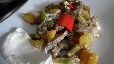 Filet-Streifen-Kartoffel-Pfanne mit Gemüse, Schafskäse und Schmand-Dip - Rezept - Bild Nr. 6272