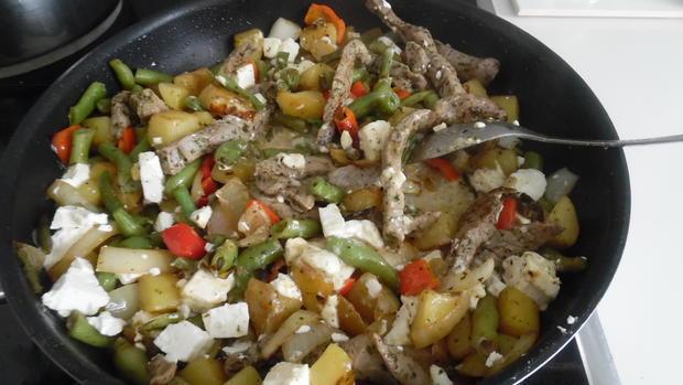 Filet-Streifen-Kartoffel-Pfanne mit Gemüse, Schafskäse und Schmand-Dip - Rezept - Bild Nr. 6273