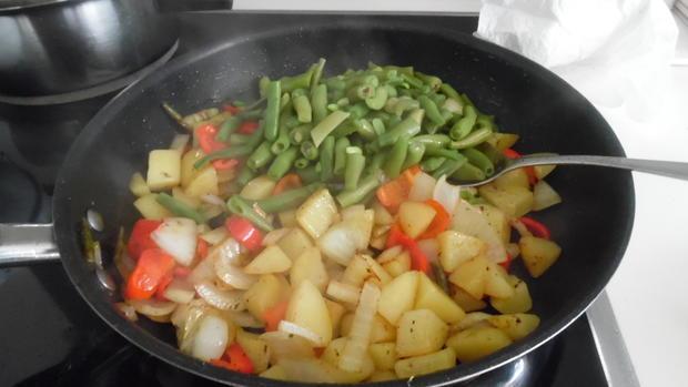Filet-Streifen-Kartoffel-Pfanne mit Gemüse, Schafskäse und Schmand-Dip - Rezept - Bild Nr. 6274