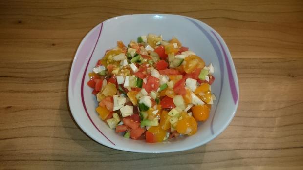 Bunter Tomaten-Mozzarella-Salat - Rezept - Bild Nr. 2