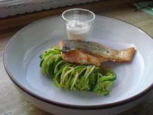 Fischer Lachs (mit Haut) an Zucchini Spagetti und Dip - Rezept - Bild Nr. 6287