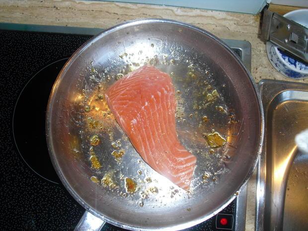 Fischer Lachs (mit Haut) an Zucchini Spagetti und Dip - Rezept - Bild Nr. 6290