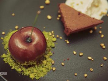 Rezept: Kirschmousse, Brownies und Tonkabohneneis