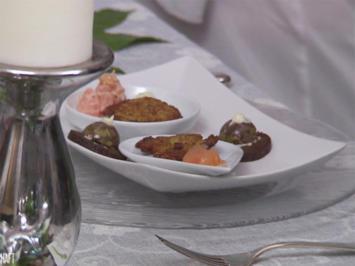 Essener Tapas - Currywurst mit Erdbeersauce, Kartoffelplätzchen mit Wildlachs - Rezept - Bild Nr. 6318