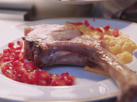 Dry aged Tomahawk (vom Schwein) mit Süßkartoffel und Granatapfel - Rezept - Bild Nr. 2