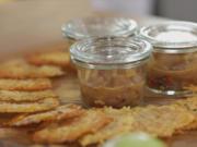 Apfel-Chutney mit Chili und Ingwer auf Parmesan-Chips - Rezept - Bild Nr. 3
