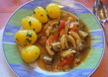 Hähnchenbrustfiletcurry mit Petersilienkartoffeln und Feldsalat - Rezept - Bild Nr. 6374