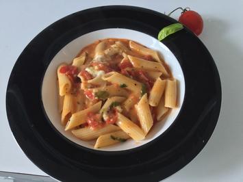 Leichte Penne an Tomate und Büffelmorzarella a la Ari - Rezept - Bild Nr. 6376