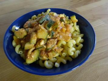Nudeln mit Zucchini-Schafkäse-Sauce - Rezept - Bild Nr. 6376