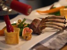 Lammkarree mit wildem Brokkoli, Kartoffelespuma und Feigensauce - Rezept - Bild Nr. 2