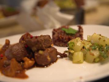 Rezept: Reh asiatisch mit Pfifferlingen, Pak Choi und rotem Reis