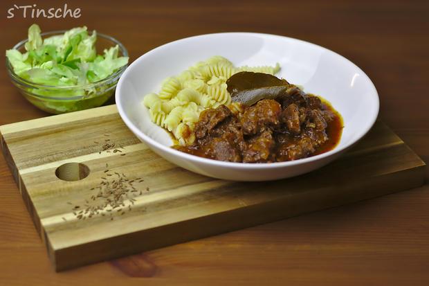 Rinder-Zwiebel-Gulasch geschmort im Dampfdrucktopf - Rezept - Bild Nr. 6509