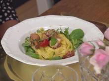 Rapunzel - Tagliatelle-Nest auf Feldsalat mit frischen Pfifferlingen - Rezept - Bild Nr. 2