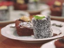 Schneewittchen - Macadamia-Brownie mit Beerensorbet und Vanillesauce - Rezept - Bild Nr. 2
