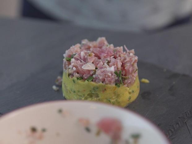 Avocado-Mango-Thunfisch-Salat mit Chili, Koriander, Minze und Nüssen - Rezept - Bild Nr. 2