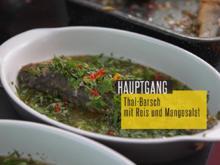 Thai-Barsch gefüllt mit Limetten, Minze und Chili, Reis mit Toppings und Soßen - Rezept - Bild Nr. 2