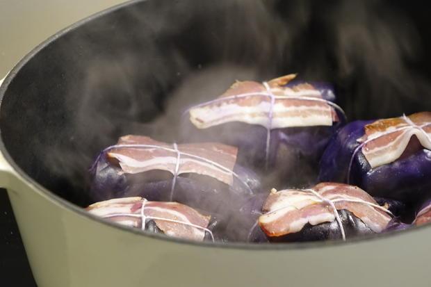 Rotkohlrouladen mit Reh-Speck-Schalotten-Preiselbeer-Füllung - Rezept - Bild Nr. 6615