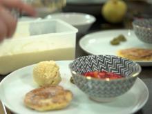 Apfelkräpfla mit Honig-Vanille-Eis und Erdbeergrütze mit Minzpesto - Rezept - Bild Nr. 2