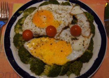Spiegeleier auf gedämpften Brokkoli - Rezept - Bild Nr. 2