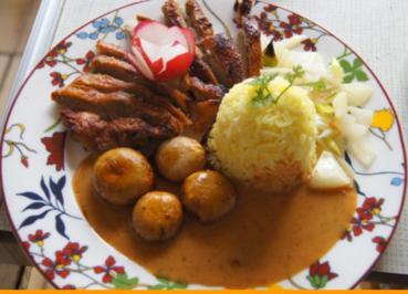Rezept: Ente auf Gemüsebett mit Erdnusssauce, Champignons und gelber Basmatireis