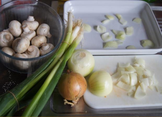 Ente auf Gemüsebett mit Erdnusssauce, Champignons und gelber Basmatireis - Rezept - Bild Nr. 4