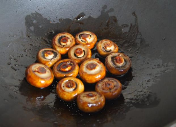 Ente auf Gemüsebett mit Erdnusssauce, Champignons und gelber Basmatireis - Rezept - Bild Nr. 14