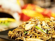 Chinesisch gebratene Nudeln mit Hühnchenfleisch, Ei und Gemüse - Rezept - Bild Nr. 6638