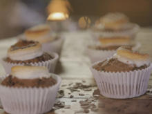 Grieß-Kokos-Muffins mit Marshmallow-Topping und Preiselbeeren - Rezept - Bild Nr. 2