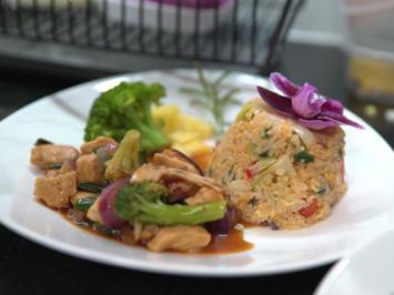 Chicken Teriyaki Wok mit Fried Rice, Teriyaki Sauce und Fried Rice Sauce - Rezept - Bild Nr. 2