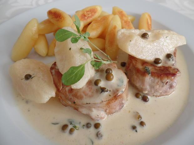Schweine -Medaillons in Pfeffer -Sherry-Sahne -Sauce mit Birne und Schupfnudeln - Rezept - Bild Nr. 6659