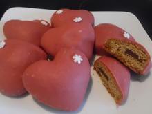 Lebkuchenherzen gefüllt mit rotem Schokoladenguss - Rezept - Bild Nr. 6681