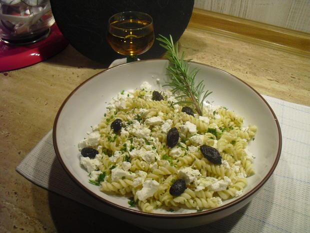 Nudeln,Feta, echte schwarze Oliven mit Kern u. Thymian - Rezept - Bild Nr. 6715