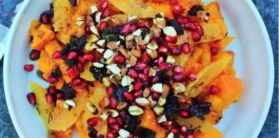 Rezept: Gesunder Kürbis-Granatapfel Salat mit Algen