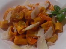 Pasta mit Paprika-Tomaten-Rahmsoße und scharfer Salsiccia - Rezept - Bild Nr. 6762
