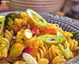 Pasta mit Broccoli-Paprika-Rahm - Rezept - Bild Nr. 2