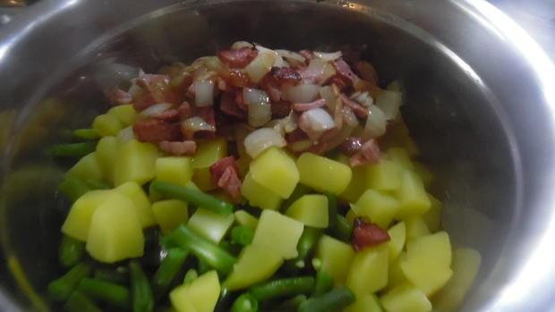 """Frikadellen """"Cordon bleu"""" mit Kartoffel-Bohnen-Salat und Dip - Rezept - Bild Nr. 6782"""