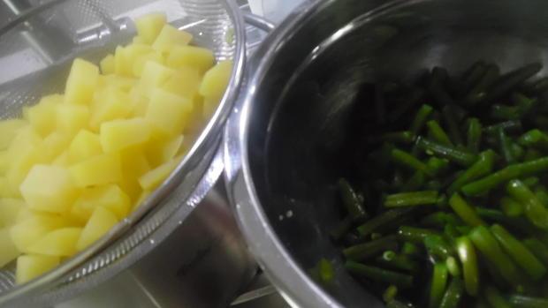 """Frikadellen """"Cordon bleu"""" mit Kartoffel-Bohnen-Salat und Dip - Rezept - Bild Nr. 6784"""