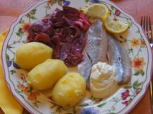 Matjesfilet mit Rote Beete Salat und Pellkartoffeln - Rezept - Bild Nr. 2