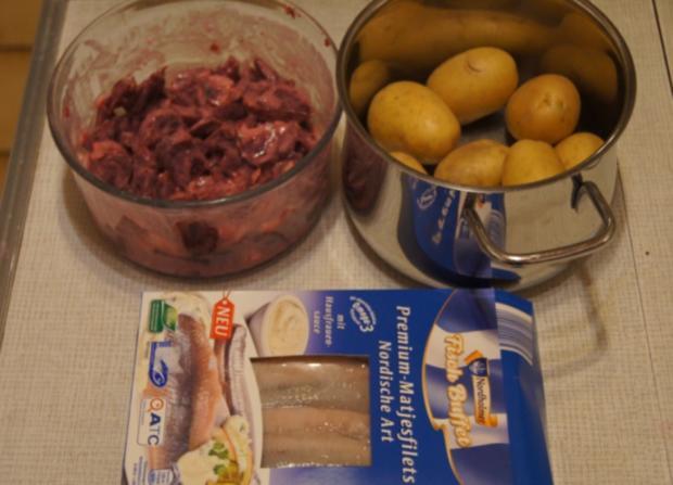 Matjesfilet mit Rote Beete Salat und Pellkartoffeln - Rezept - Bild Nr. 4