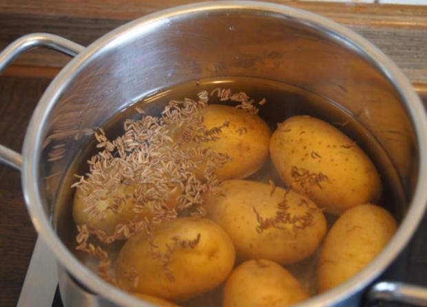 Matjesfilet mit Rote Beete Salat und Pellkartoffeln - Rezept - Bild Nr. 6
