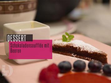 Schokoladensoufflé mit Erdbeerspiegel und Vanillesoße - Rezept - Bild Nr. 6787