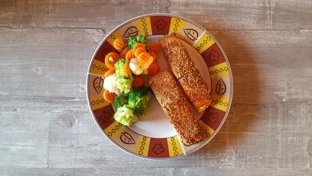 Sesamlachs an Buttergemüse & Kartoffeln - Rezept - Bild Nr. 6811