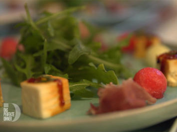 Scharf geschossen: Melonensalat an karamellisiertem Schafskäse - Rezept - Bild Nr. 2