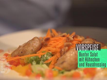 Bunter Salat mit Hühnchen und Hausdressing, dazu frisches Brot - Rezept - Bild Nr. 2