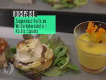 Ziegenkästarte an Wildkräutersalat und Kürbisespuma - Rezept - Bild Nr. 6859